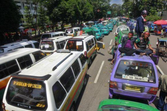 unjuk rasa angkutan umum