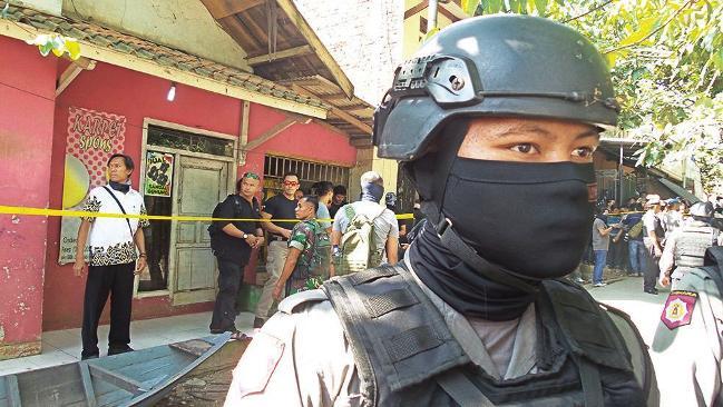 Bom Bunuh Diri Di Kampung Melayu Jakarta Diduga Terkait ISIS Filipina