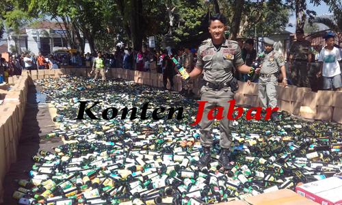 Persiapan pemusnahan puluhan ribu botol miras