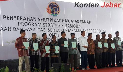 Ibu Ini Peragakan Pencaksilat di Acara Presiden Jokowidodo