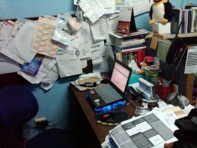 Meja Kerja Anda Berantakan Tanda Orang Pemalas atau Kreatif