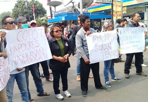 Unjuk Rasa Gabungan Wartawan Bekasi Tuntut Kpolri Pecat Kapolres Way Kanan