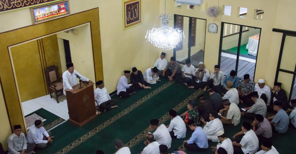 Walikota Tasikmalaya, Drs. H. Budi Budiman, saat berbicara di podium acara safari ramadhan tahun 2019 di Masjid Al-Muhajirin