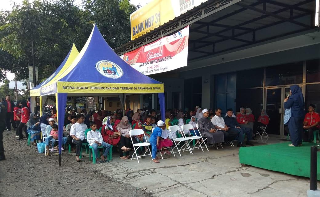 Sejumlah anak-anak yatim piyatu yang sengaja di undang oleh management BPR NBP 31 Rajapolah,