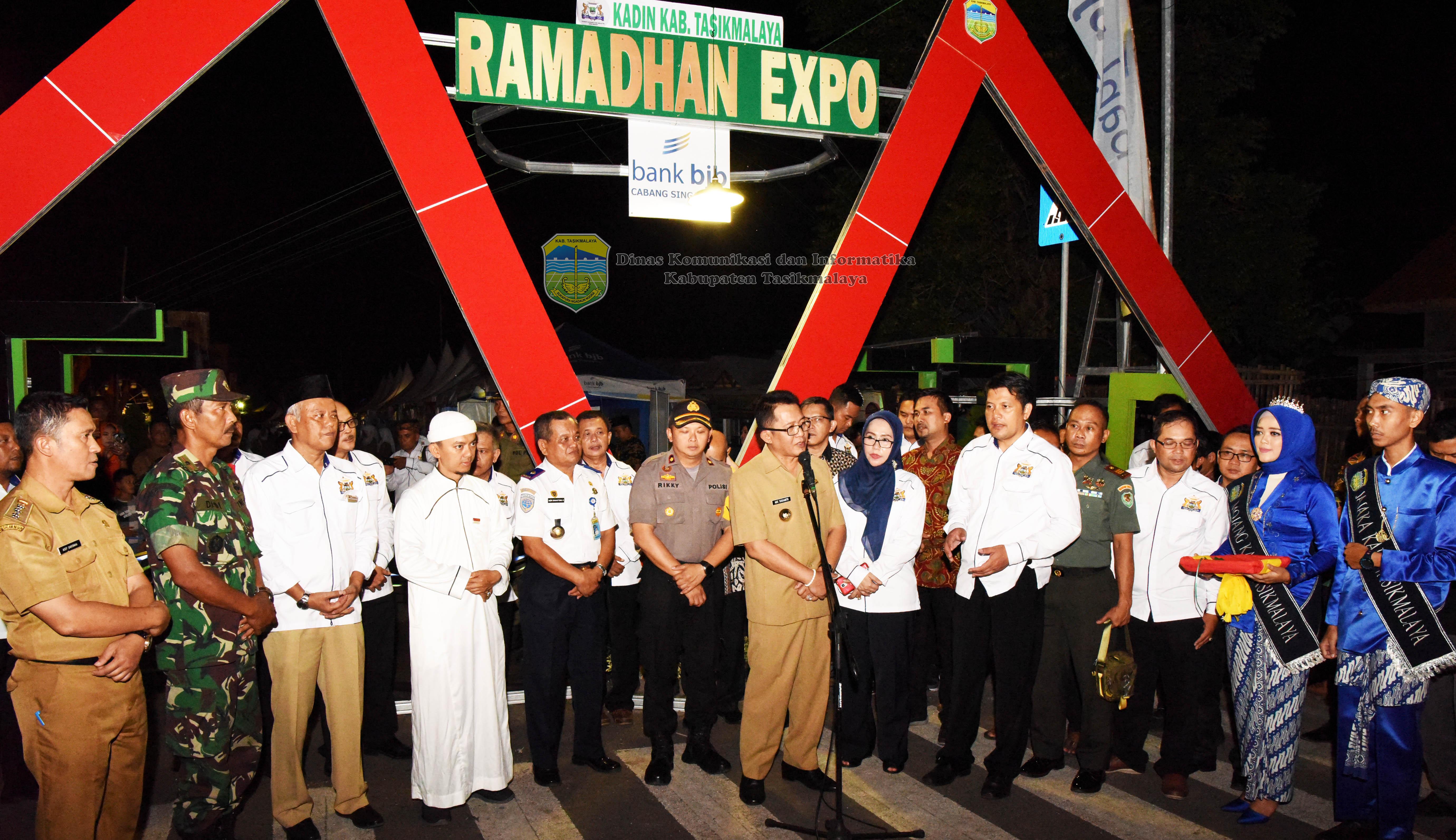 Bupati Tasikmalaya H. Ade Sugianto, saat membuka Bazzar Ramadhan
